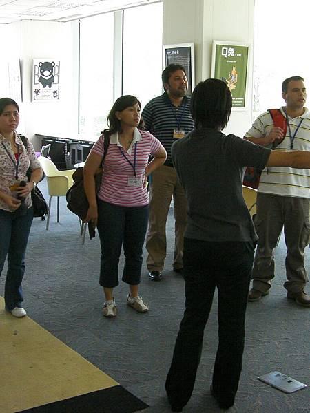 參訪資策會數位內容學院,解釋數位內容學院的背景及環境.JPG