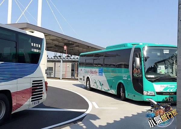 京成巴士外觀,搭乘只要一千日圓,預約則是900日圓。