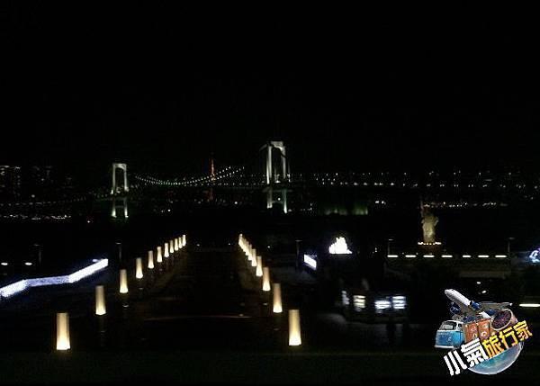 轉乘百合海鷗線前往泡湯休息住宿處大江戶溫泉物語,還能遠眺東京鐵塔與彩虹大橋夜景。