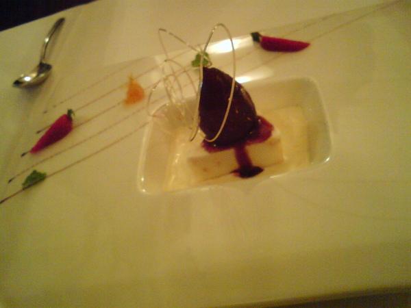 紅酒洋梨,杏仁冰淇淋