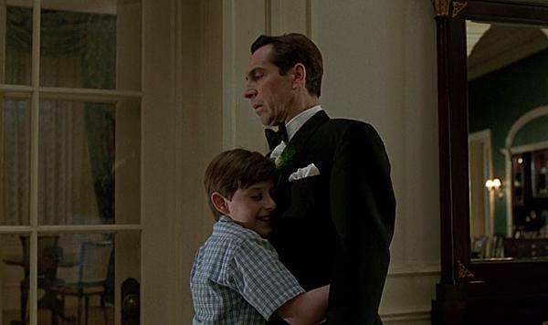 艾倫擁抱父親