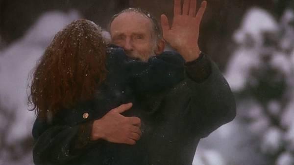 馬里擁抱孫女