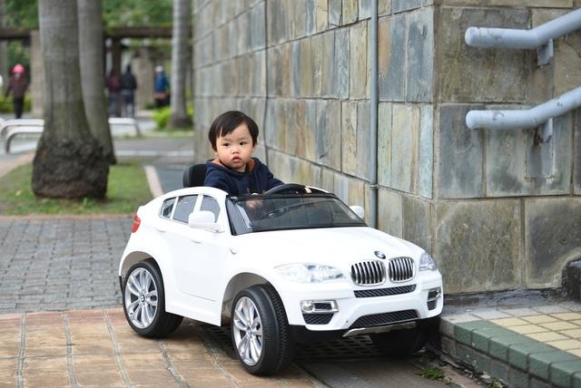 實拍 (3).JPG - 兒童電動車BMW X6 (官方介紹)