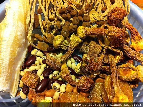 鰩魚翅茶樹菇湯  (養顏美容,改善骨質)