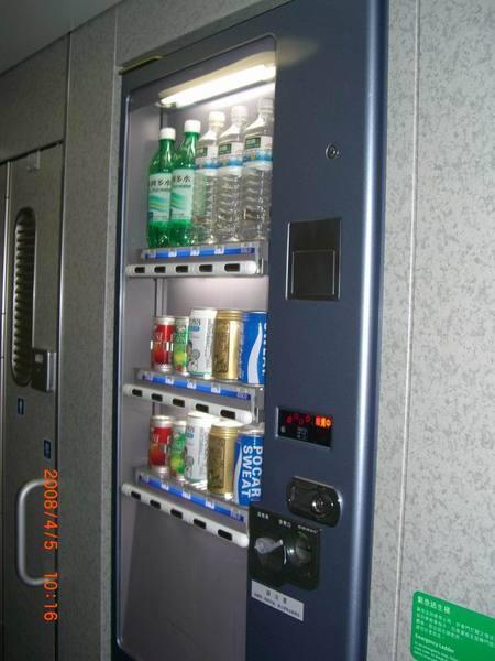 高鐵車箱販賣飲料1.