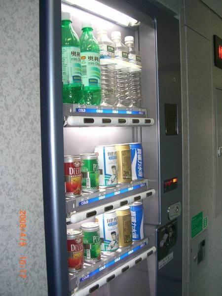高鐵車箱販賣飲料2.