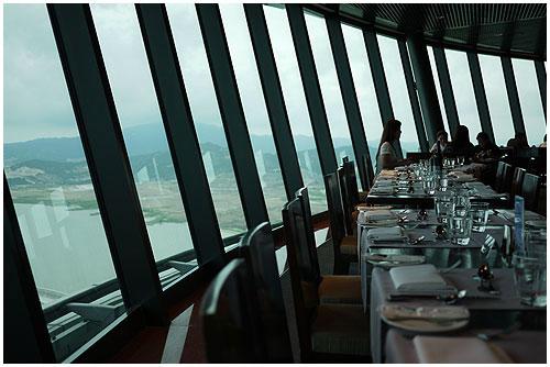 澳門旅遊塔360旋轉餐廳01.jpg