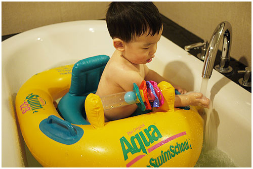 兒子13~14個月3王小三泰國游泳03.jpg