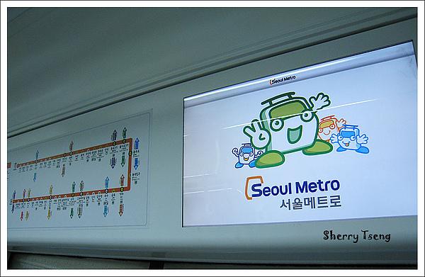 韓國地鐵車廂內有好多LCD