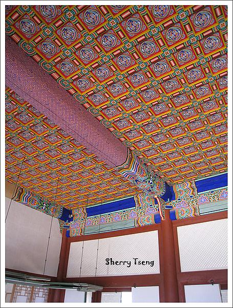 以前只有皇宮貴族才可以在居住的天花板上彩繪