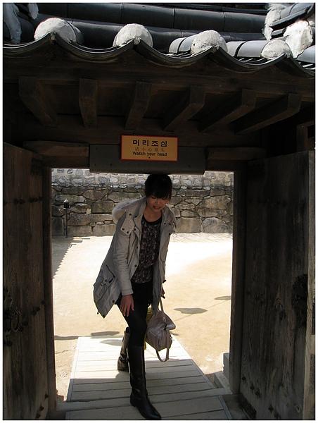韓國人以前都很矮嘛?? 一不小心都會撞到頭 XDD