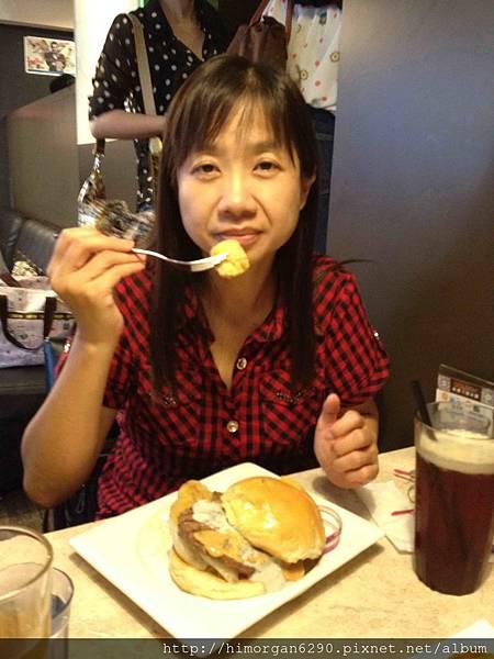 Bravo好吃啊+噴漿藍起司牛肉堡