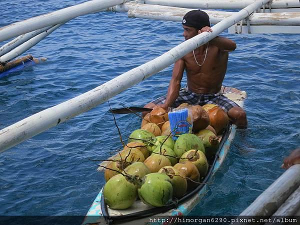 長灘島釣魚-賣椰子