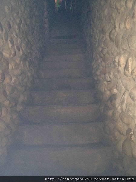 清水鬼洞裡頭樓梯