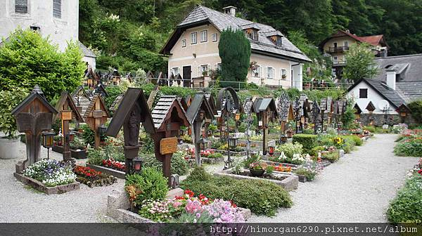 Austria Hallstatt教堂旁墓地