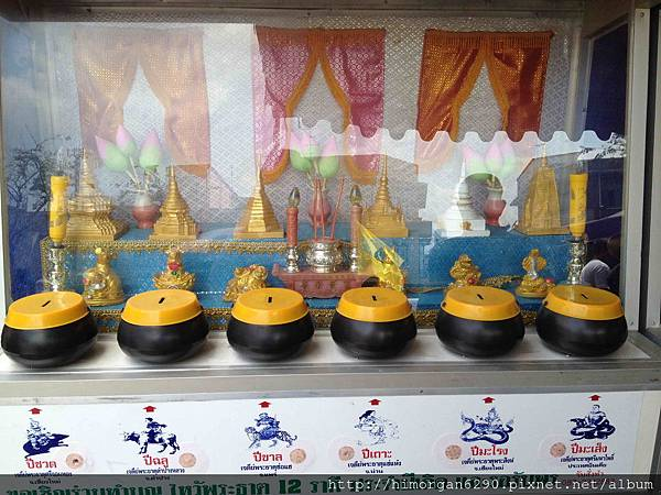 泰國-金佛寺-捐獻箱