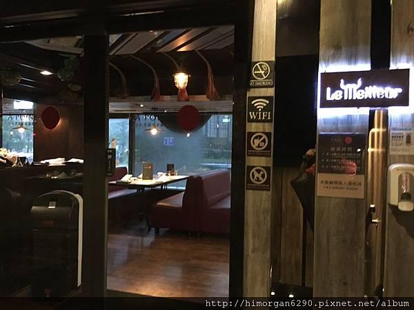 艾朋牛排餐酒館-2.JPG