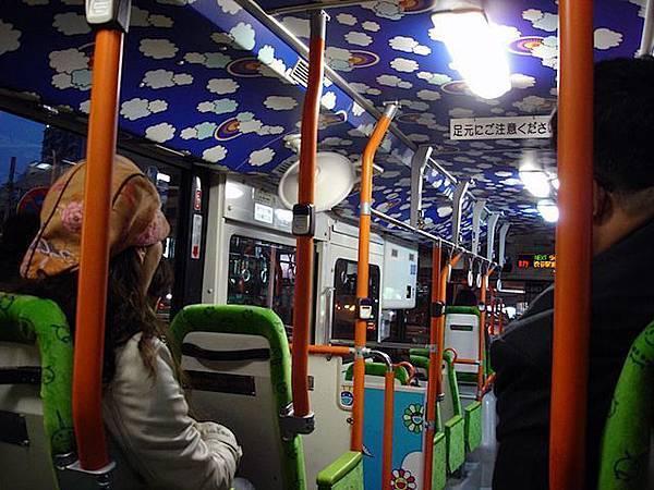 六本木的村上隆公車