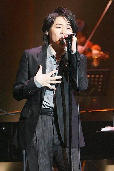 新聞上A來的演唱會照片