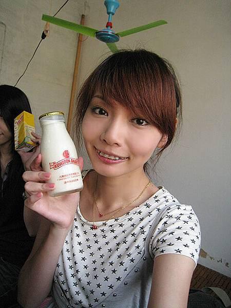 澳門的牛奶,玻璃瓶的ㄟ