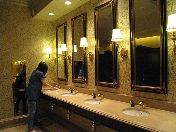 連廁所也很漂亮