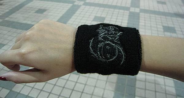 演唱會周邊賣的護腕