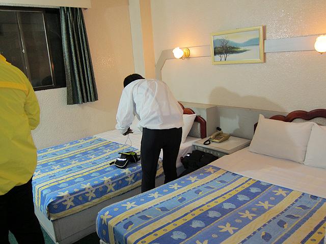 床很小...這是雙人床喔