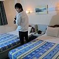 這根本是日本飯店SIZE的床= =