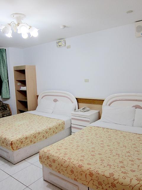 完整的兩張雙人床