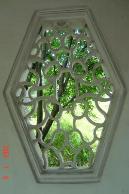 苏州园林的趣味(4):滄浪亭的108式花窗9(96.7.17)