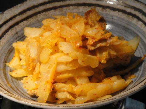 廚房之歌 ~ 夏日餐桌的涼與熱、濃與淡 ~ 肉片泡菜炒苦瓜(100.8.8)
