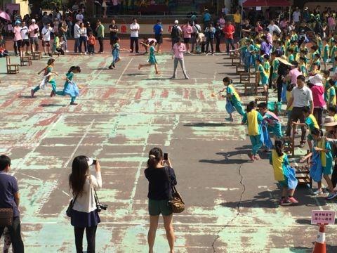 [八年級] 小學裡的運動會(105.11.5)