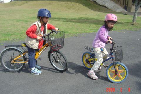 騎腳踏車要戴安全帽(98.2.8)
