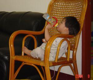 吃「自助餐」和吃奶嘴的小孩,生日快樂!(99.10.26)