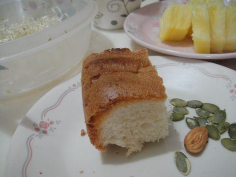 切一塊像小磚頭的麵包(100.5.29)
