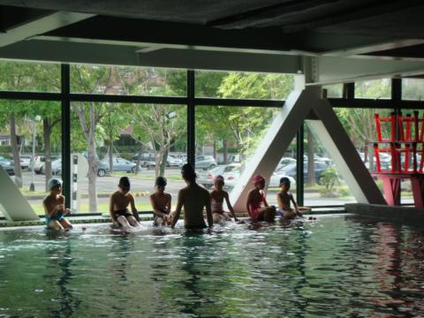 游泳課和養小孩(99.7.14)