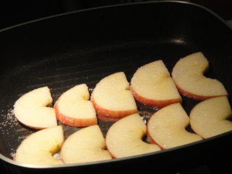 焦糖化的蘋果片(100.3.28)
