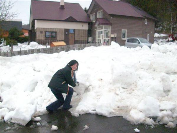 假裝要堆雪