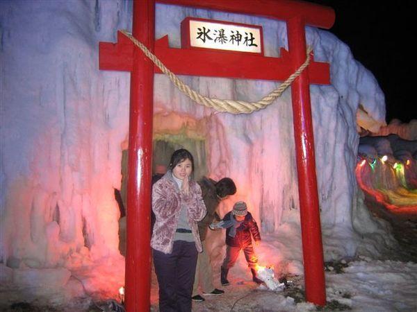 用冰製成的冰瀑神社