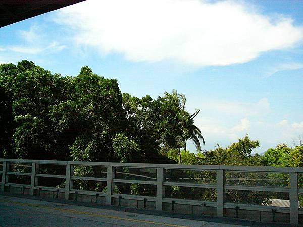 橋頭糖廠站外的天空(1)
