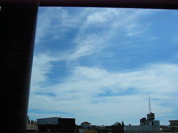橋頭糖廠站外的天空(2)
