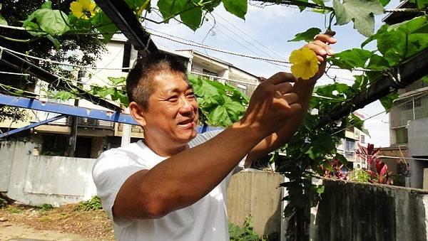 「夢想田」的靈魂人物劉耀隆說,「我只是想做一些以後回想起來會微笑的事!」