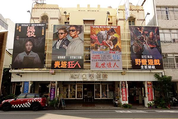 全美戲院_顏振發的手繪電影看板成為全美戲院的特色.jpg