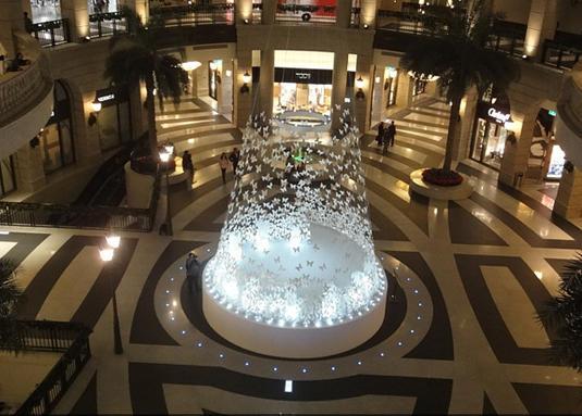 BELLAVITA購物中心中庭的聖誕樹