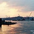 基隆和平港 緩緩落下