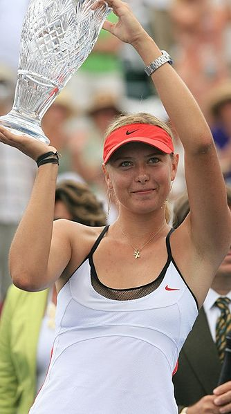 334px-Maria_Sharapova,_with_2006_Acura_Classic_cup