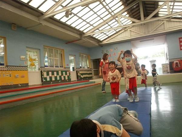 2012.5.3 體能課~ 1234,2234,...小小選手做運動嚕!-6