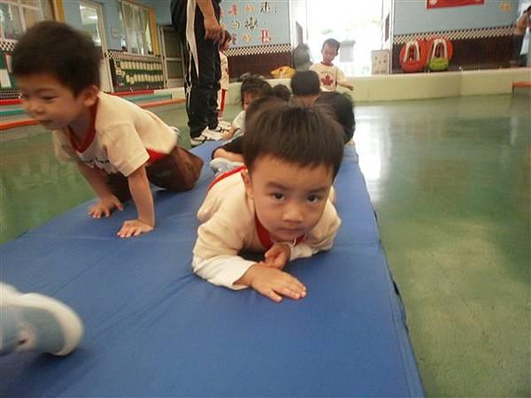 2012.5.3 體能課~ 1234,2234,...小小選手做運動嚕!-2.jpg