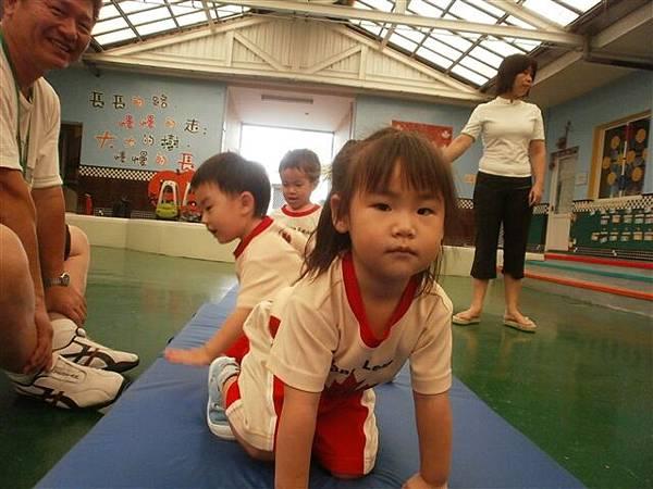 2012.5.24 體能課~ 小木梯好好玩喔-3.jpg