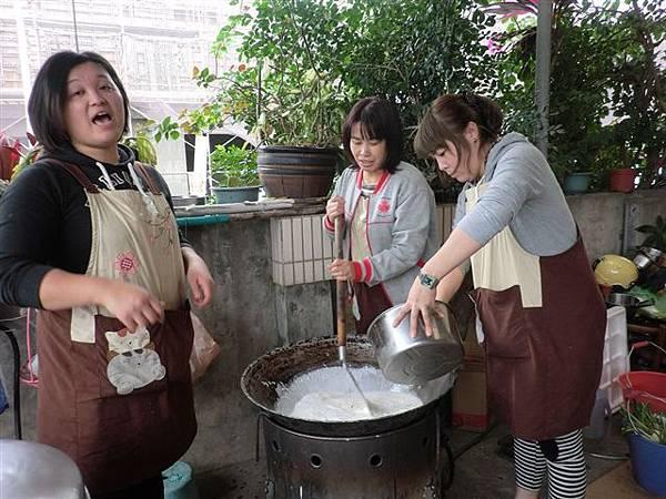 1.27菜頭粿的製作雖然繁雜~但是是個很棒的體驗活動哦!-7.jpg